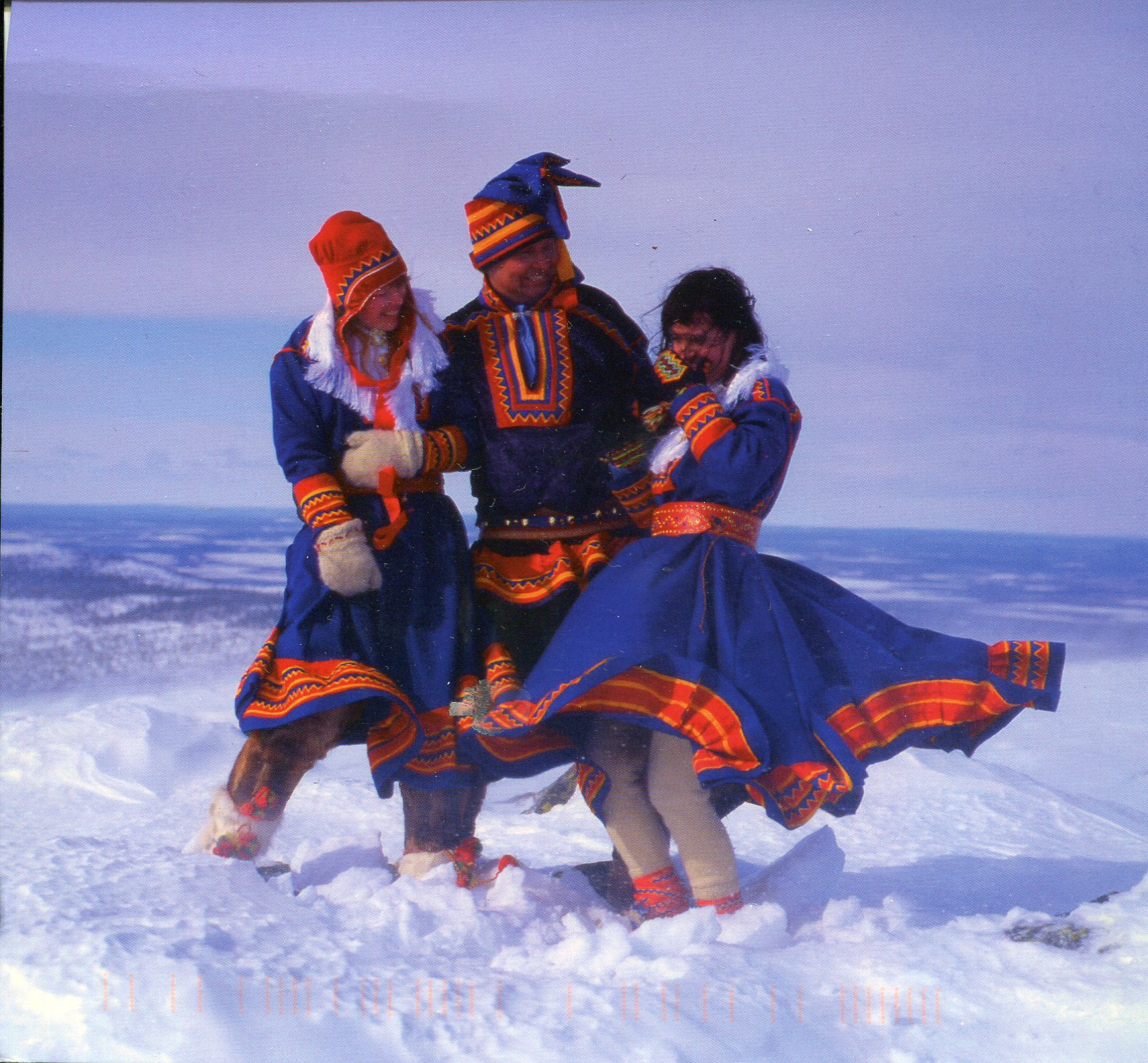 Traditional Clothes of Lapland ... d65b7c319dc