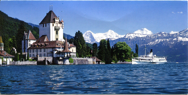 Oberhofen Castle, Lake Thun, Switzerland скачать